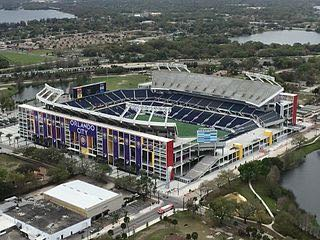 Photo: Camping World Stadium, kitch on wikimedia.org