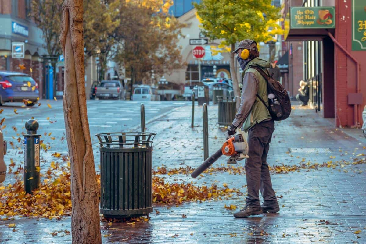 You can do way more with leaf blowers than you think! Here are 6 other ways to use them